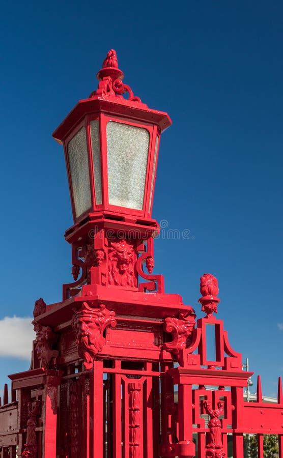 Posts rojos de la lámpara fotos de archivo