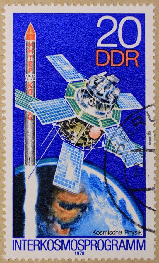 Poststempel eingeweiht Interkosmos-Programmen und Raumphysik lizenzfreies stockfoto