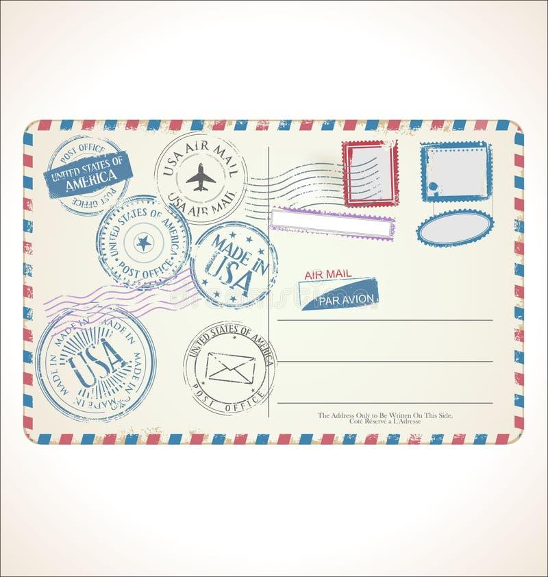 Poststempel und Postkarte auf weißer Hintergrundpostpost-Luftpost stock abbildung