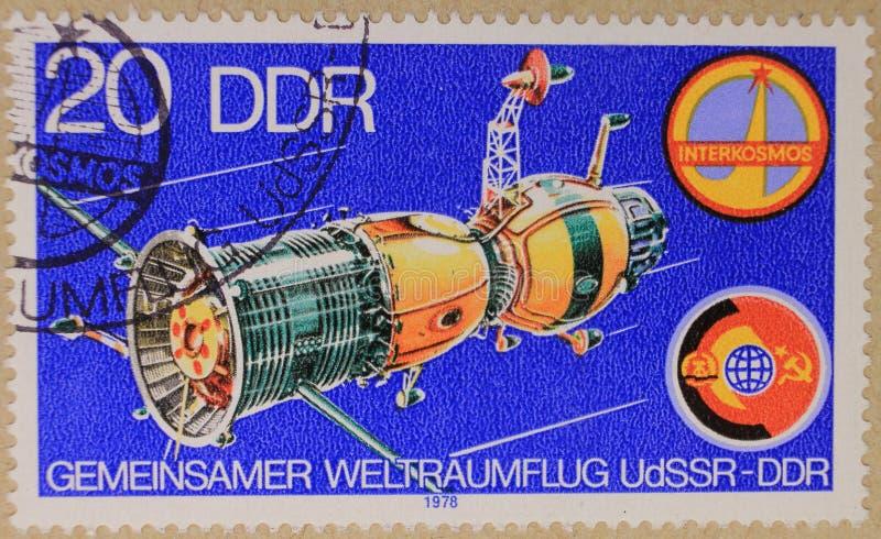 Poststempel von DDR stellt allgemeinen Raumflug dar stockbild