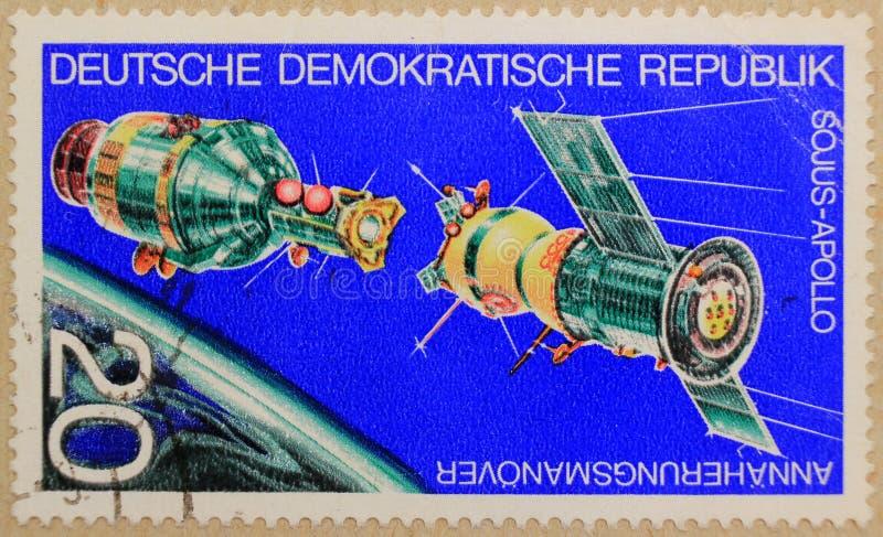 Poststempel von DDR stellt Koppelung der Raumschiffe dar lizenzfreie stockfotos