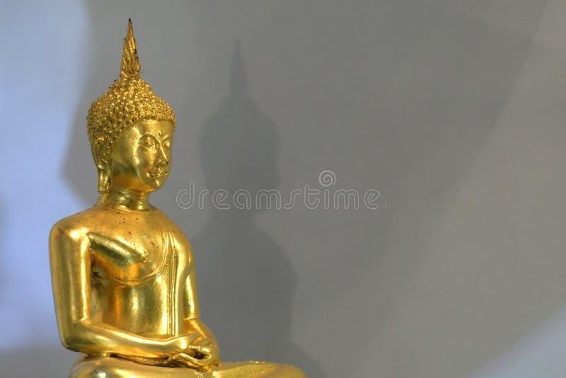 Posture de méditation la religion de Bouddha photo stock