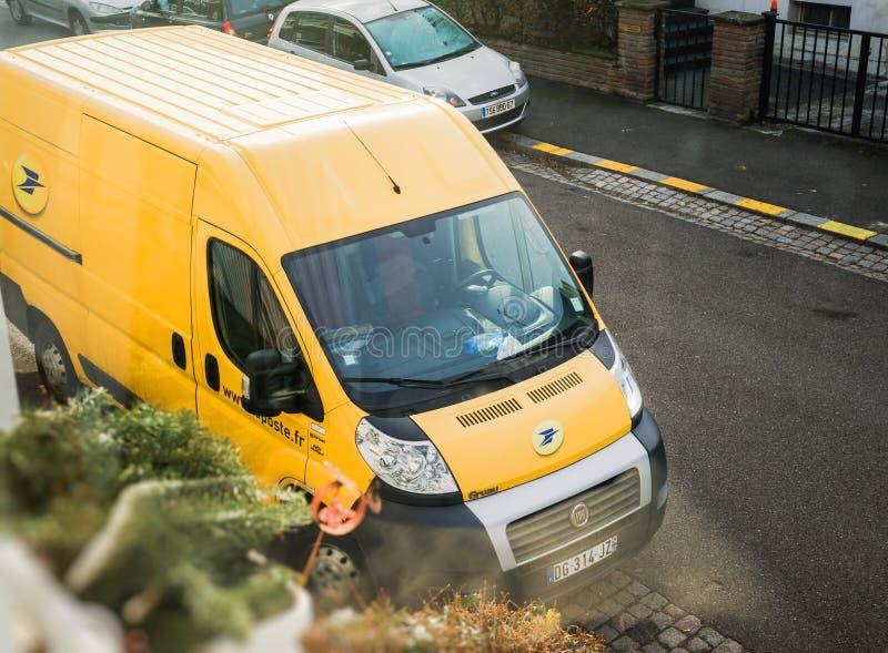 Postvan delivery pakket La Poste royalty-vrije stock afbeelding