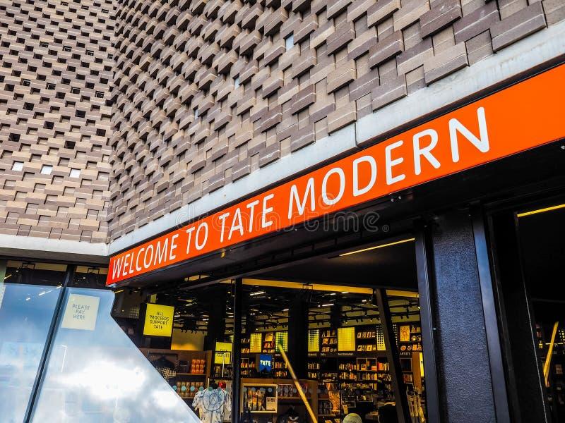 Posyła przy tate modern Tavatnik budynkiem w Londyn (hdr) obraz royalty free