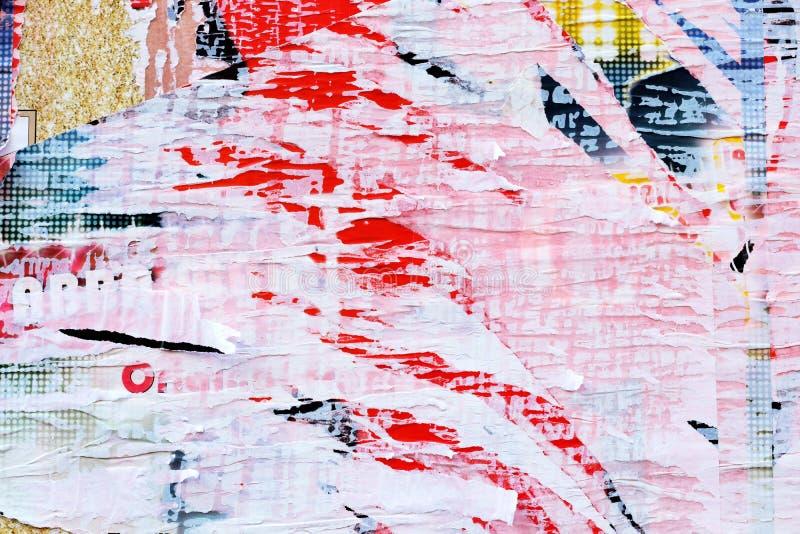Poszarpanej plakatowej biel menchii czerwieni ściany tekstury abstrakcjonistyczny tło zdjęcia royalty free