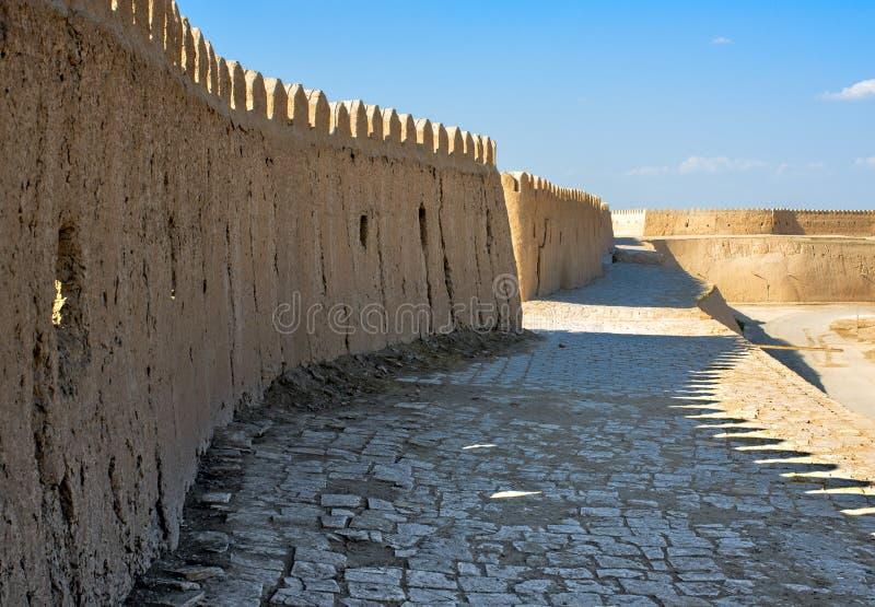 Potężna ściana fortecy historycznego, wewnętrznego miasta Ichan-Kala obraz stock