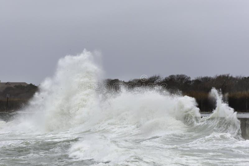 Potężna falowa ocean przejażdżka obrazy royalty free