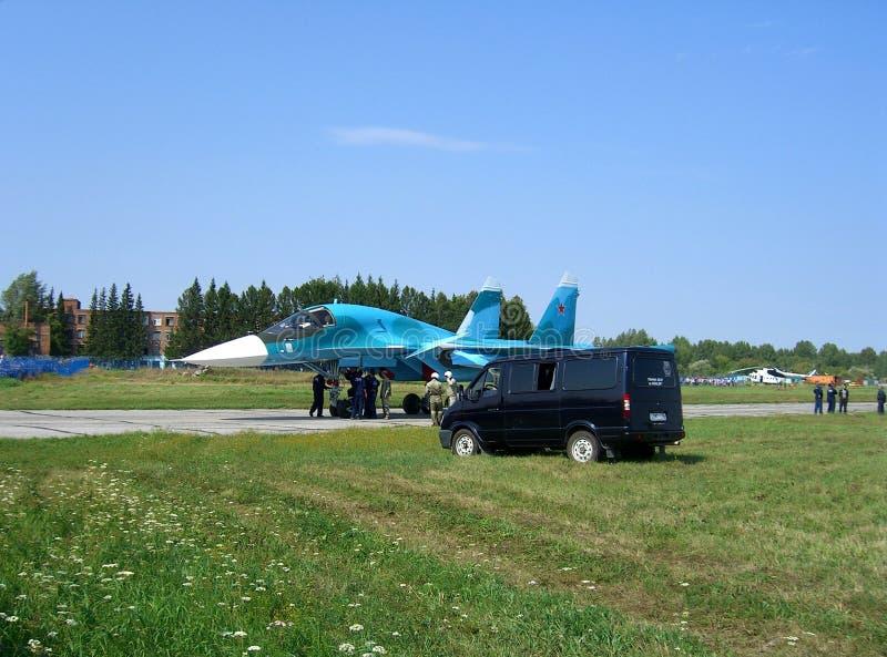 Potężny Rosyjski militarny wojownik na pasie startowym lotnisko zdjęcia stock