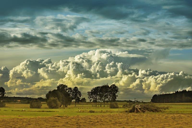 Potężny zmierzch i chmura obraz royalty free