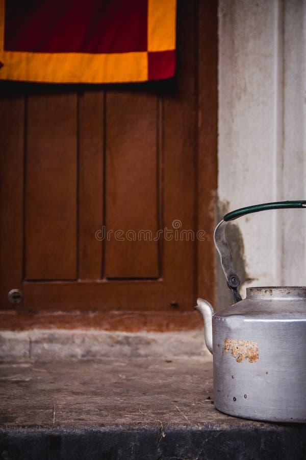 Pot bouddhiste de thé images libres de droits