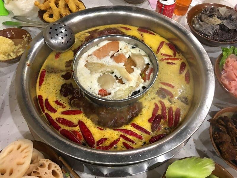 Pot chaud épicé de Chongqing de Chinois authentique image stock