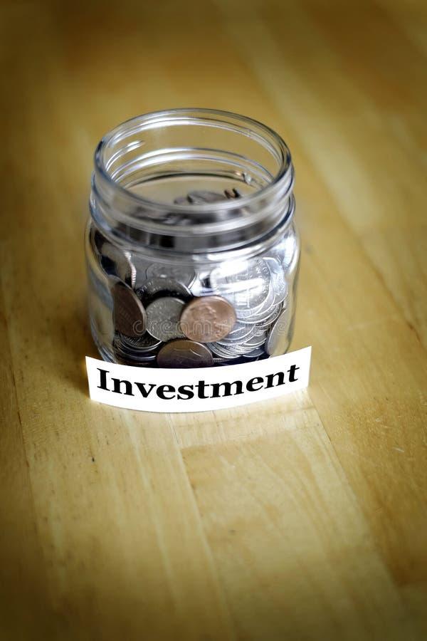 Pot d'argent pour que l'épargne et l'investissement augmente la richesse et la richesse photo stock