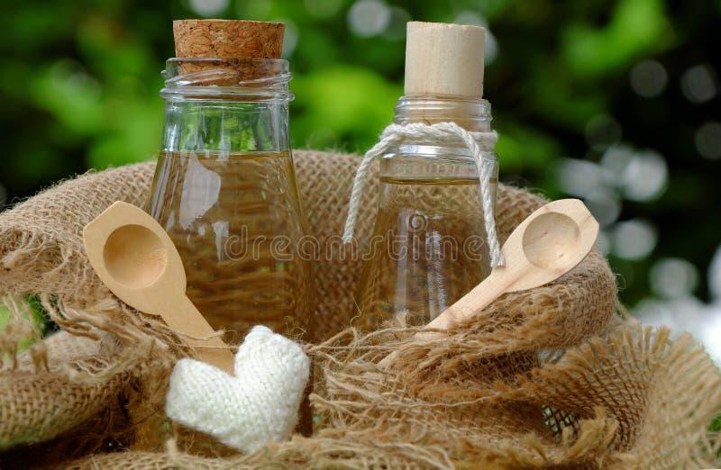 Pot d'huile de noix de coco image stock