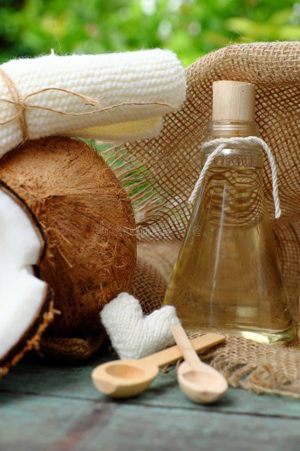 Pot d'huile de noix de coco photographie stock libre de droits