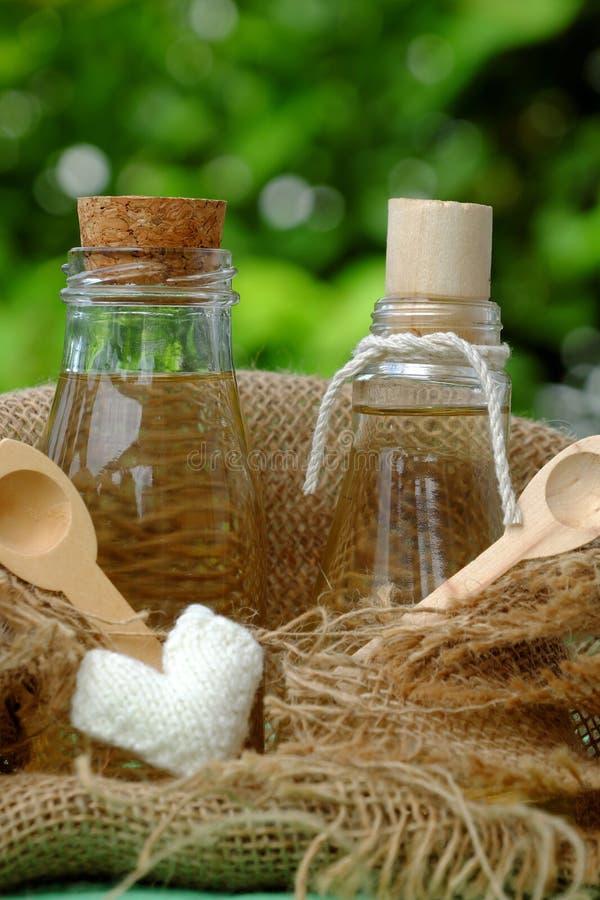 Pot d'huile de noix de coco images libres de droits