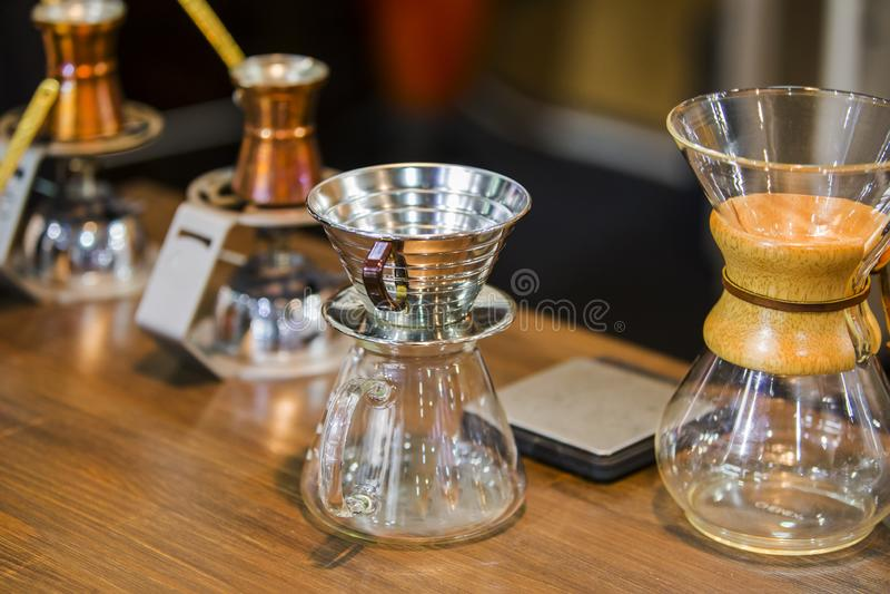 Pot de Chemex Équipement de café, flacon en verre pour le café de brassage photographie stock