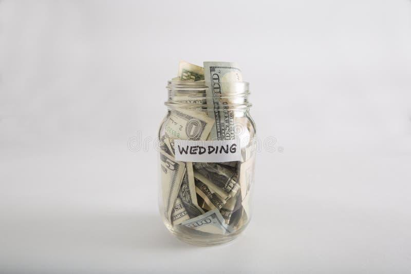 Pot de maçon avec l'argent pour épouser photos libres de droits