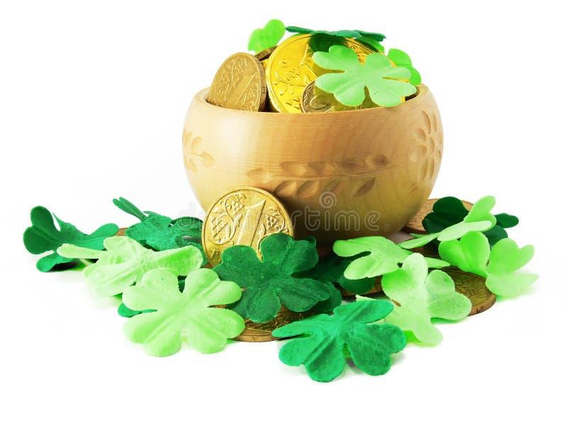 Download POT Del Patrick Santo Con Oro E L'acetosella Fotografia Stock - Immagine di celebrazione, lingotto: 3884914