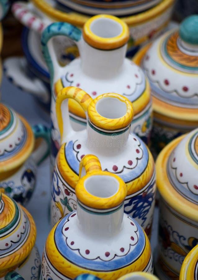 POT di ceramica con la porcellana di tradional della maniglia immagine stock libera da diritti