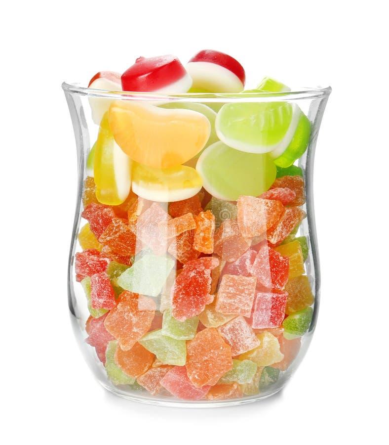 Pot en verre avec les sucreries colorées de gelée photographie stock