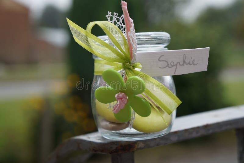 Pot en verre pour le cadeau de naissance photographie stock libre de droits
