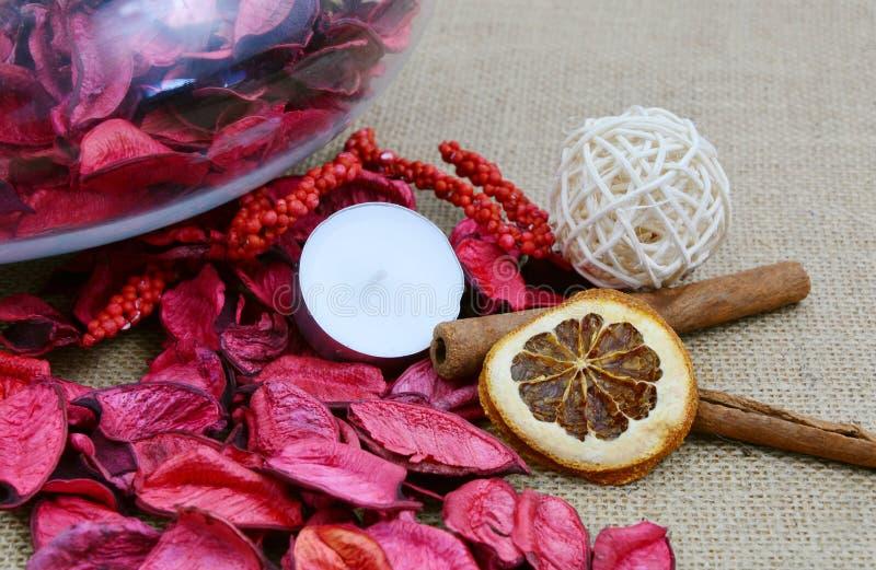 Pot-pourri orange et rouge sec photo libre de droits