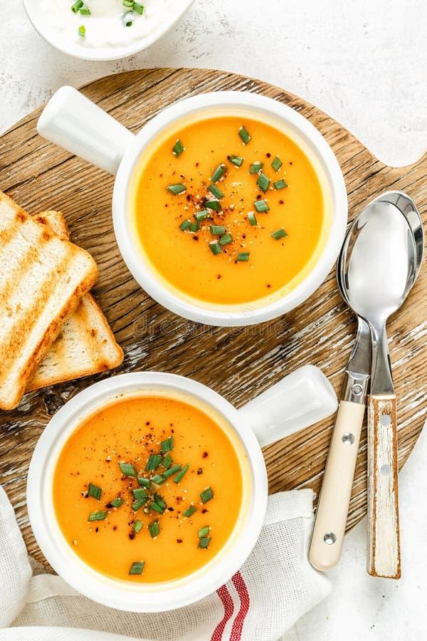 Potage aux légumes de potiron ou de carotte ou de patate douce photographie stock libre de droits