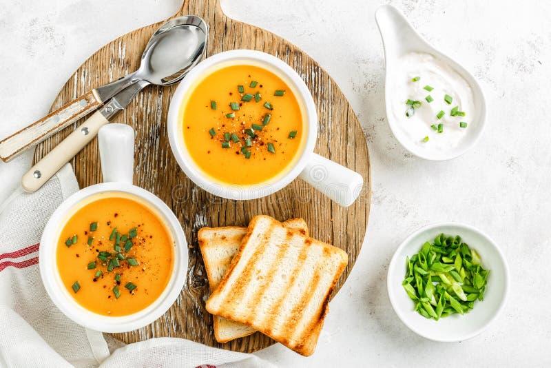 Potage aux légumes de potiron ou de carotte ou de patate douce photo libre de droits