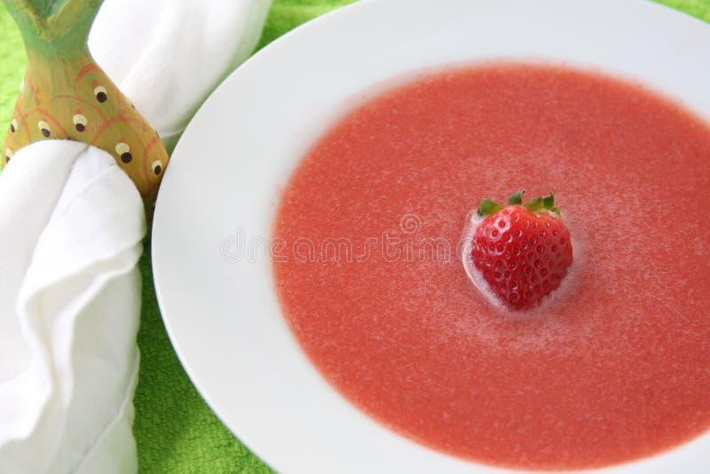 Potage de fraise avec la fraise simple photos libres de droits