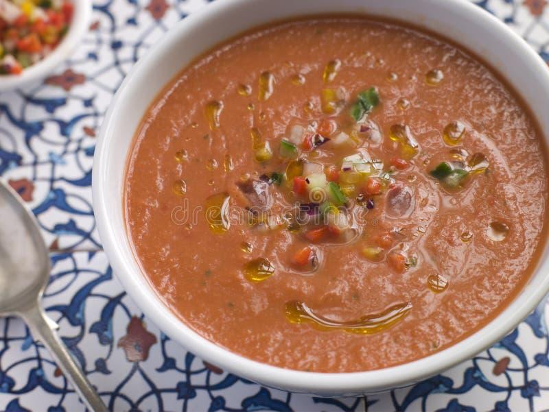 potage de gazpacho effrayant par cuvette photo libre de droits