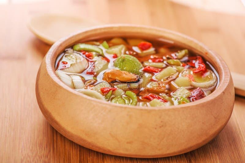 Potage thaï d'igname de chine de Tom avec des fruits de mer photos libres de droits