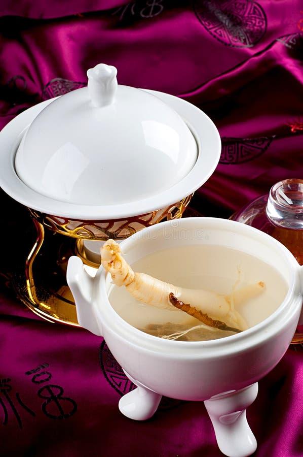 Potage traditionnel de ginseng photo stock