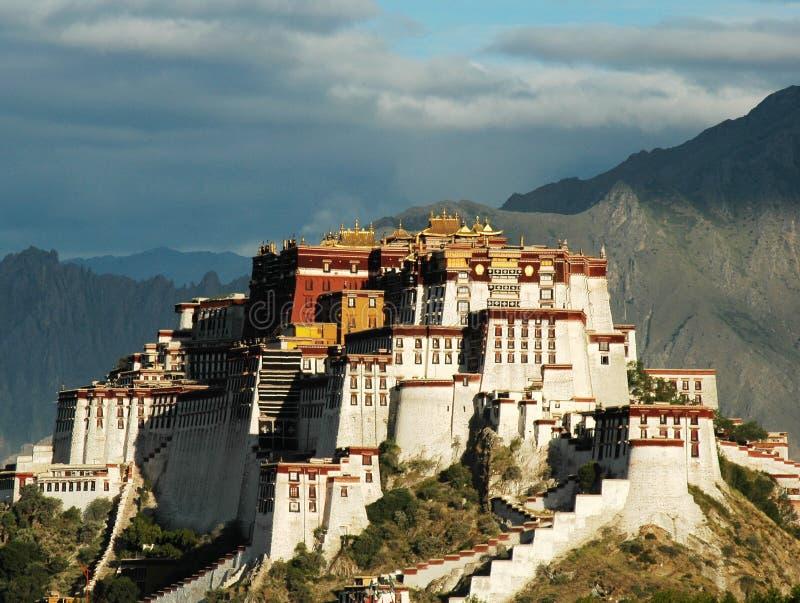 Potala Palast in Lhasa lizenzfreie stockfotos