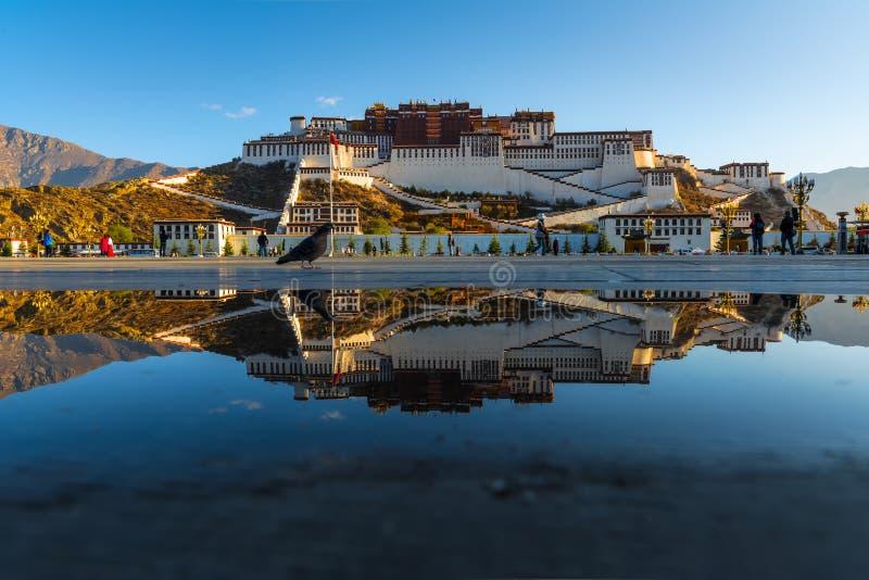 Potala Palast in Lhasa lizenzfreie stockfotografie