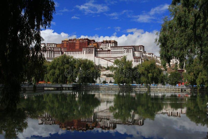 Download Potala slott arkivfoto. Bild av berg, buddistiska, klosterbroder - 27286776