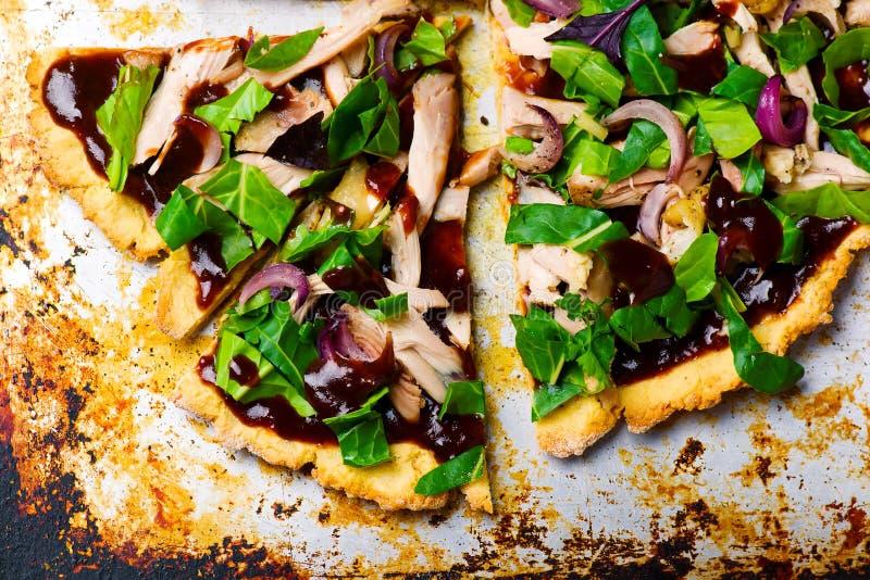 Potatis- och hönagluten frigör pizza arkivfoto