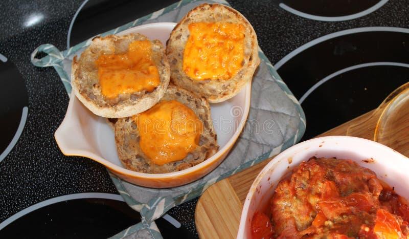 Potatisar kött och kex royaltyfria bilder