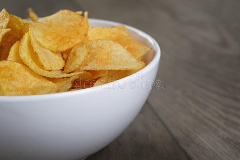 Potatischiper med paprika royaltyfri fotografi