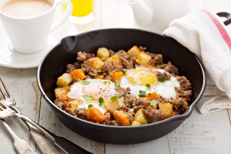 Potatispölsa med ägg royaltyfria foton