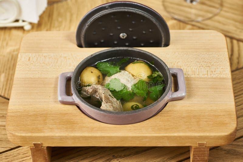 Potatissoppa med köttbullar fotografering för bildbyråer