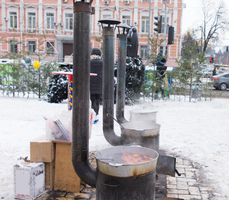 Potbelly kuchenki w zimy miastowym środowisku obrazy stock