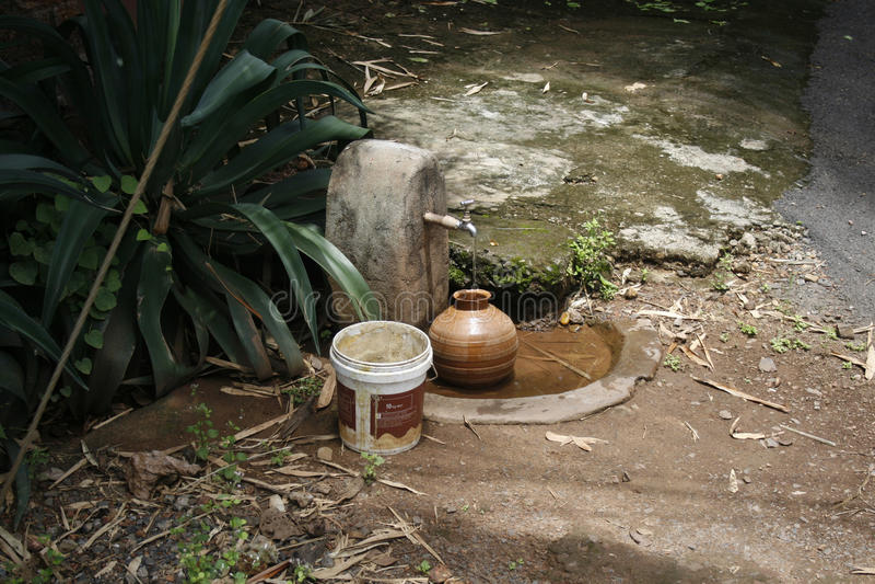 Pote de agua imagen de archivo libre de regalías