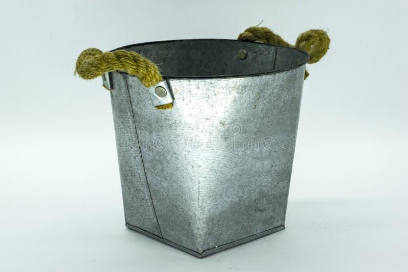 Pote de aluminio decorativo fotografía de archivo libre de regalías