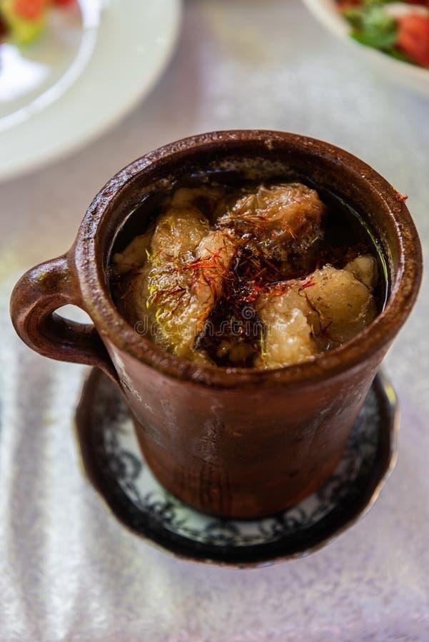 Pote de sopa del piti en Sheki, Azerbaijan fotografía de archivo libre de regalías