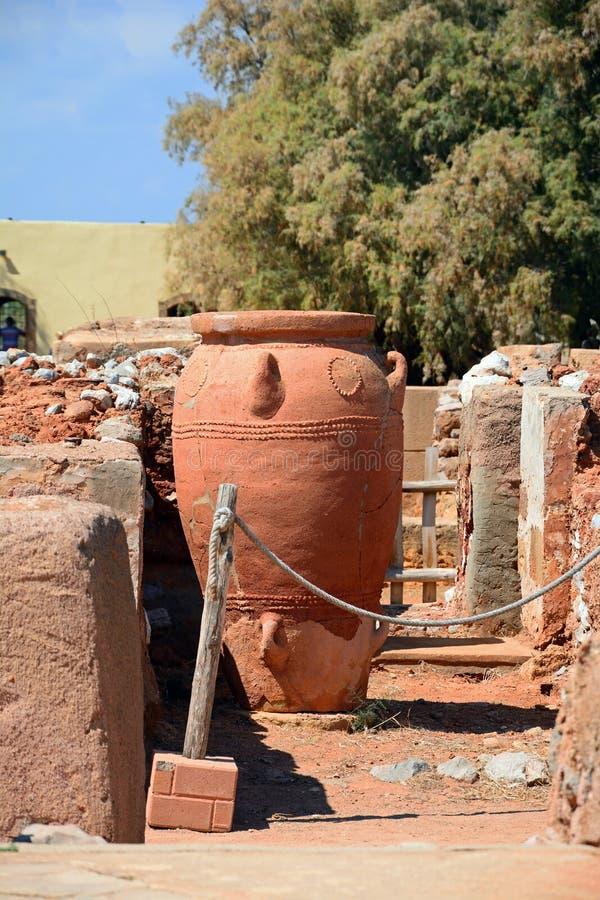 Pote y ruinas, Malia de Minoan fotografía de archivo libre de regalías