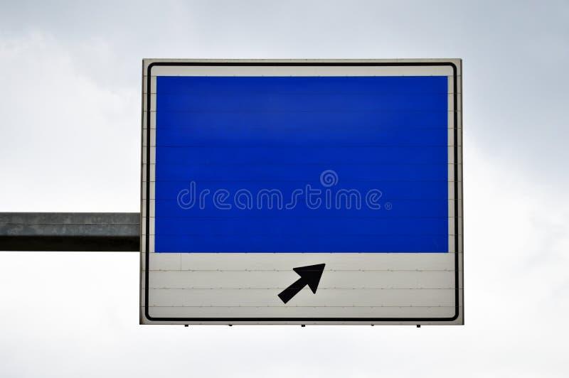 Poteau de signalisation vide bleu et blanc images libres de droits