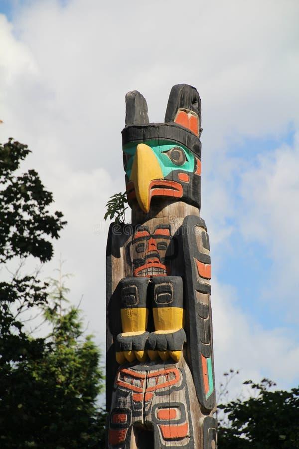 Download Poteau de totem image stock. Image du sculpture, coloré - 77161635