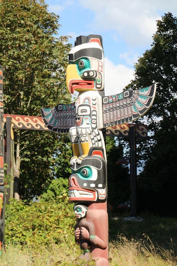 Download Poteau de totem image stock. Image du pôle, herbe, canada - 77162317