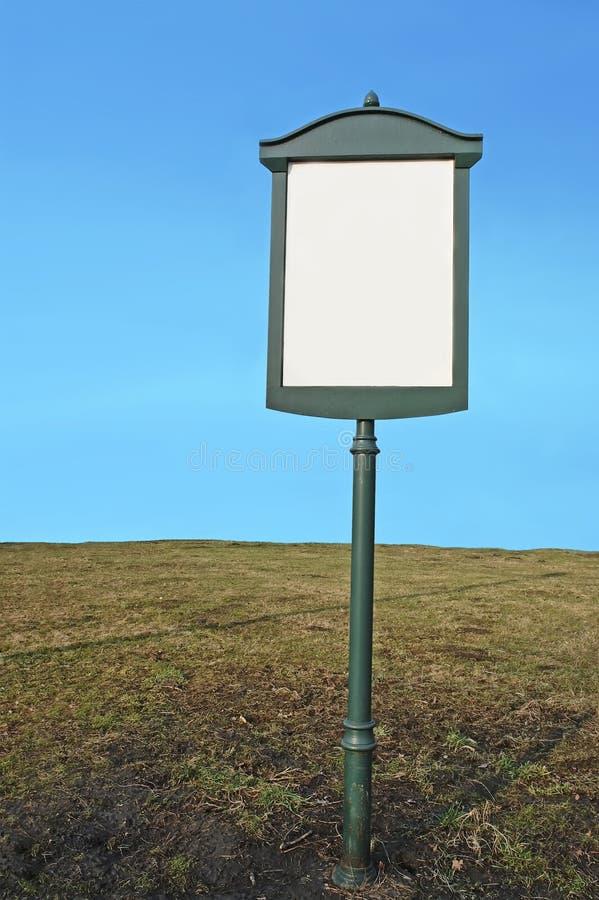 Poteau indicateur blanc en métal photos libres de droits