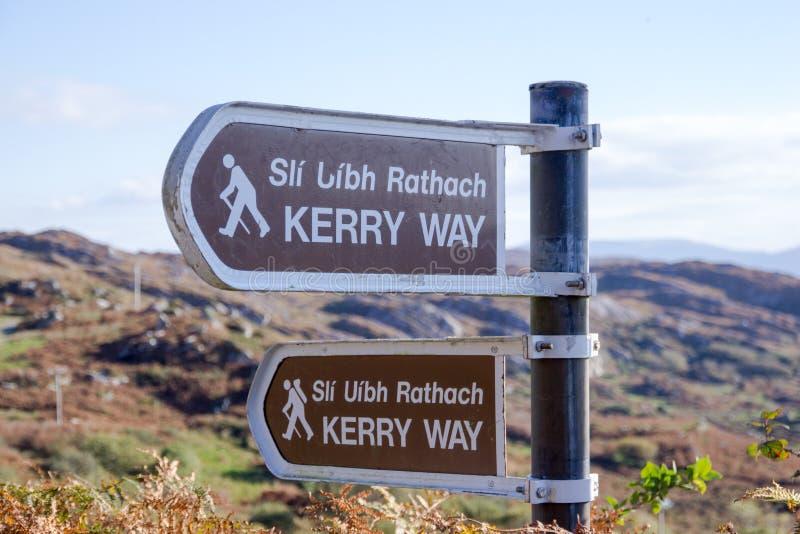 Poteau indicateur de chemin de marche de Kerry Way photos stock